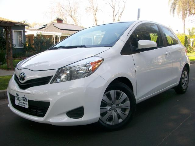 2014 Toyota Yaris This is a 2014 Toyota Yaris White with Black Interior Its 4 Cylinder 15 Liter E
