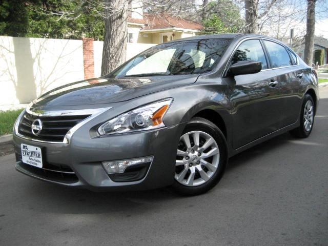 2014 Nissan Altima This is a 2014 Nissan Altima 25S with only 19K Miles 3 Years 36K Miles FACTORY