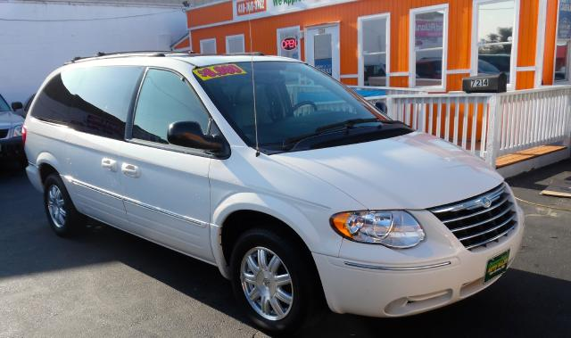 2005 Chrysler Town  Country Visit Guaranteed Auto Sales online at wwwguarantee
