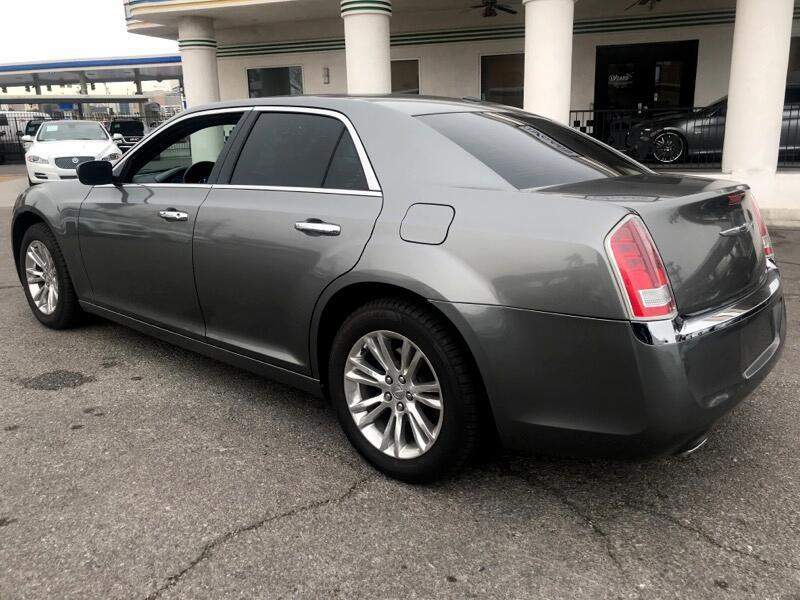 Chrysler 300 Limited RWD 2011