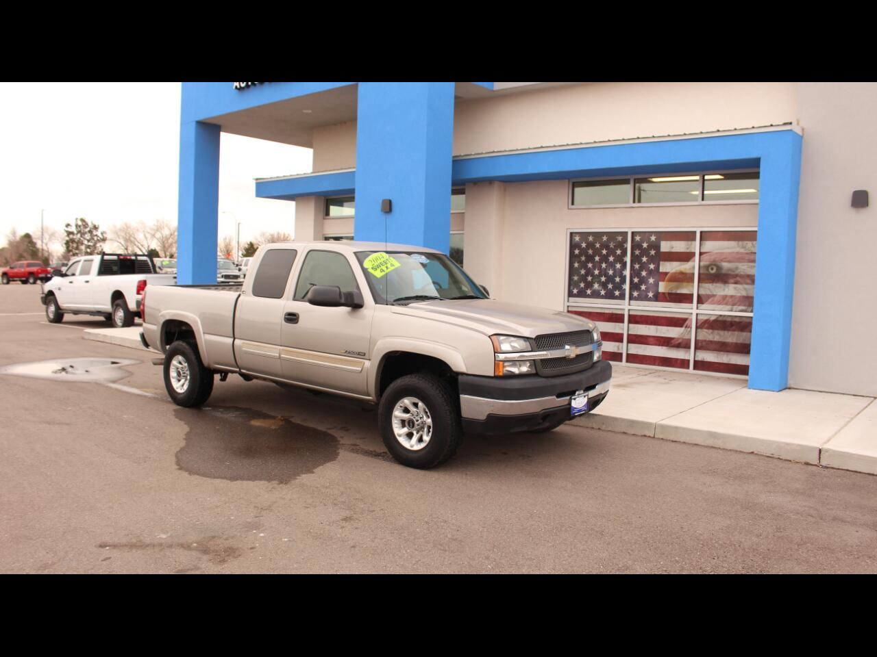 2004 Chevrolet Silverado 2500HD LS Ext. Cab Short Bed 4WD