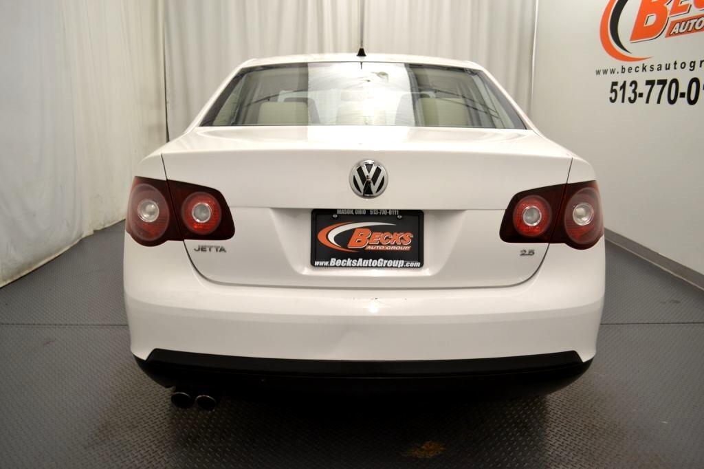 Volkswagen Jetta Sedan  2010