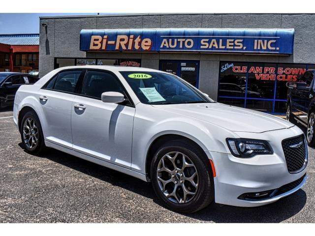 2016 Chrysler 300 AWD BEATS AUDIO SUNROOF NAVIGATION LOADED!