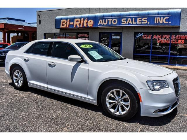 2016 Chrysler 300 LIMITED LEATHER AND ROAD TRIP READY AT A GREAT PRI