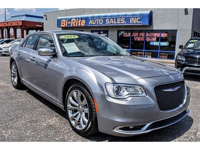 2018 Chrysler 300 AWESOME PRICE FOR A LUXURY CAR WITH LOW MILES!!!!!
