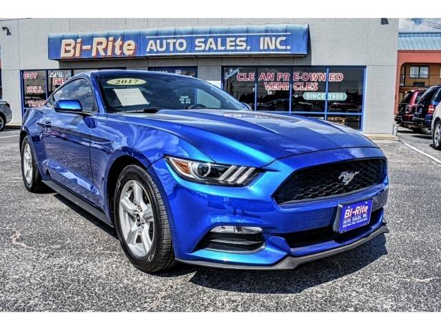 2017 Ford Mustang FASTBACK MUSTANG, SPORTS CAR, V6 AUTO