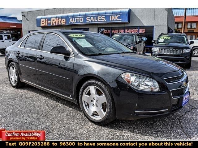 2009 Chevrolet Malibu FUEL EFFICIENT VEHICLE, READY TO HIT THE ROAD!