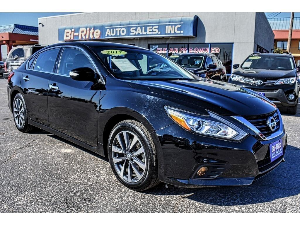 2017 Nissan Altima SL SEDAN, LEATHER, POWER SEAT, GREAT GAS MILEAGE