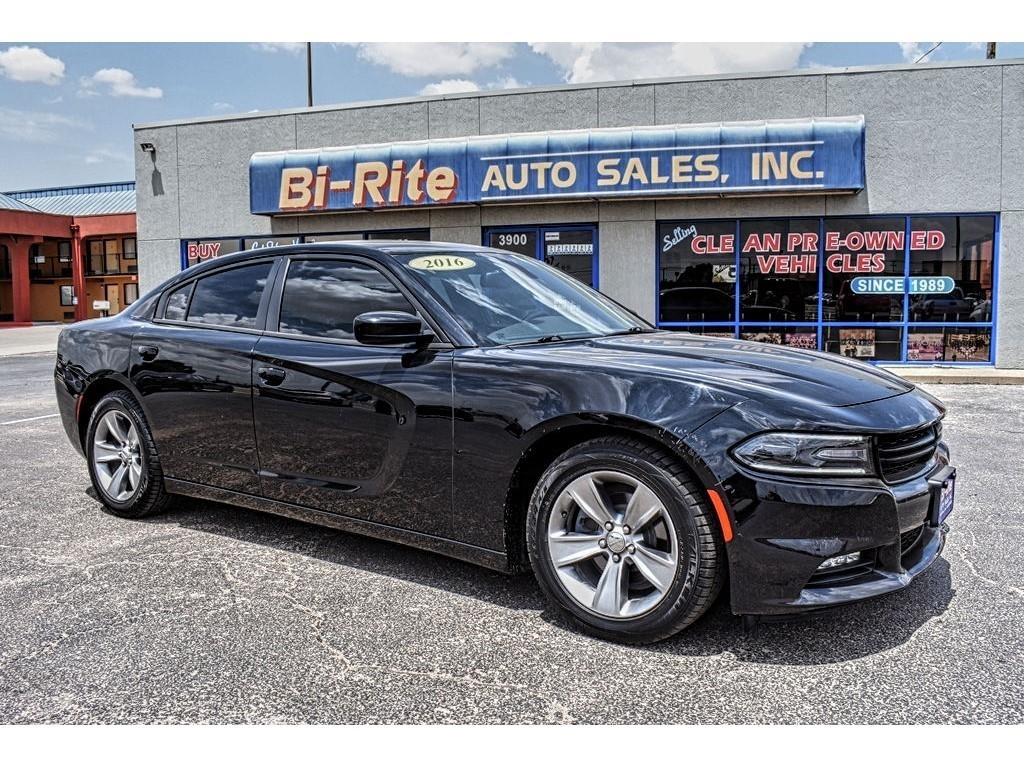 2016 Dodge Charger VERY SPORTY AND GREAT FIRST SPORTS CAR MUST SEE!!!