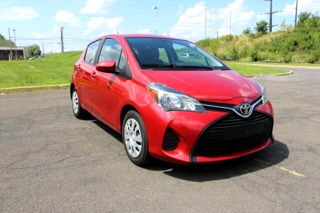 2017 Toyota Yaris LE 5-Door AT