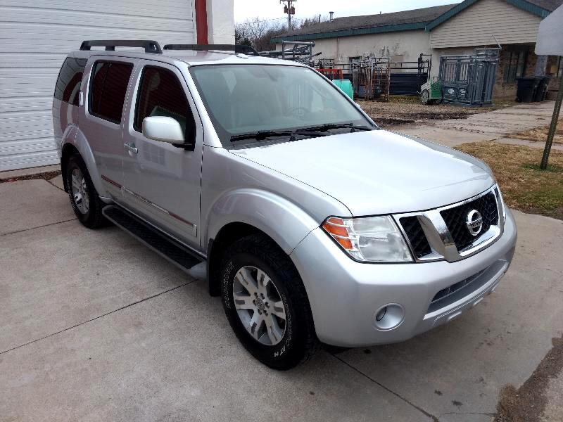 Nissan Pathfinder Silver Edition 4WD 2011