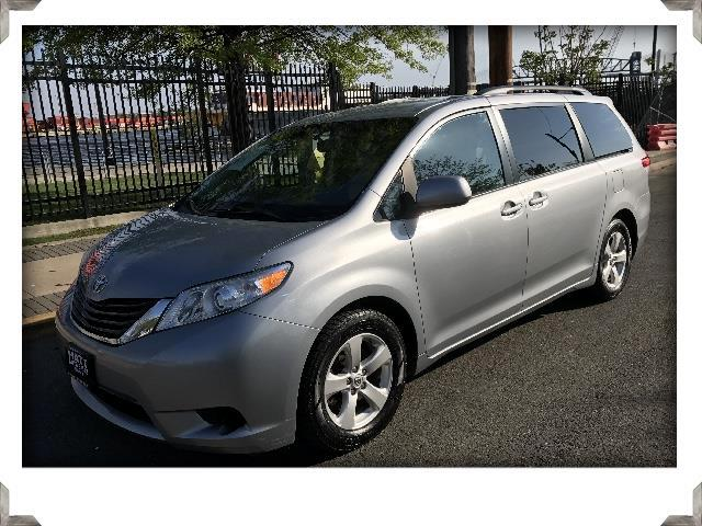 2014 Toyota Sienna LE FWD 8-PASSENGER V6 NAVIGATION & BACK-UP CAMERA
