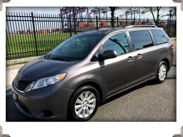 2011 Toyota Sienna LE AWD WITH SUNROOF