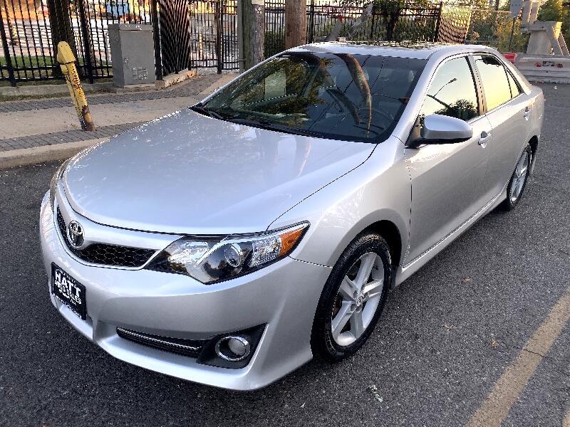 2012 Toyota Camry SE SUNROOF CLOTH w/LEATHER TRIM