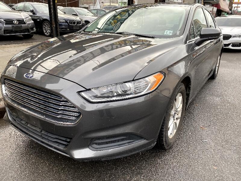 Ford Fusion S 2016