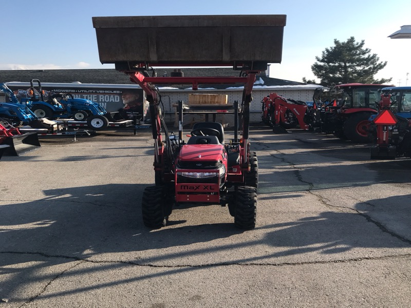 2016 Mahindra Max 26XL 4WD HST TRACTOR, LOADER, BACKHOE, BOX BLADE, ROTARY MOWER