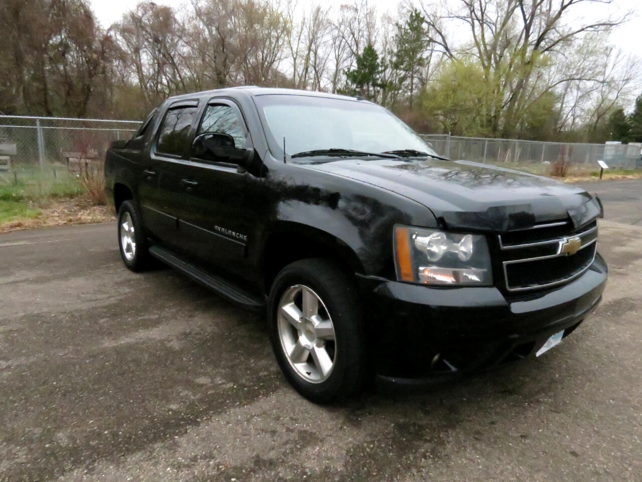 Chevrolet Avalanche 4WD Crew Cab LT 2011