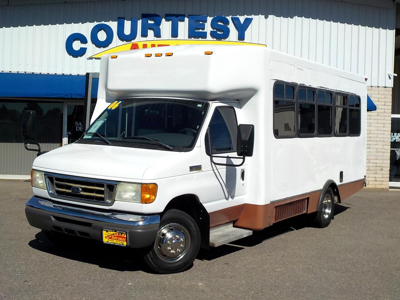 2006 Ford Econoline Commercial Cutaway E-450 Super Duty 176