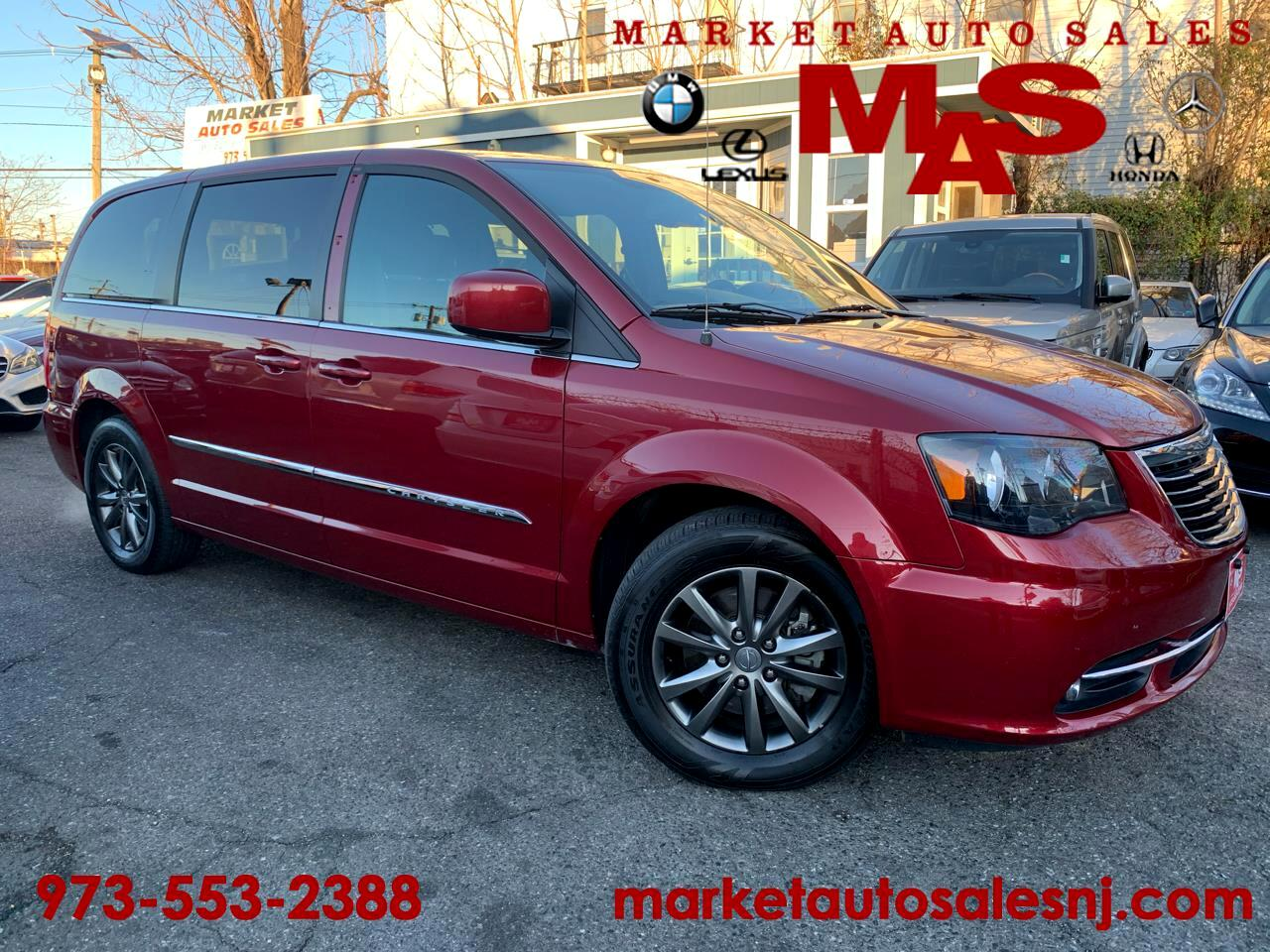 Chrysler Town & Country S 2015