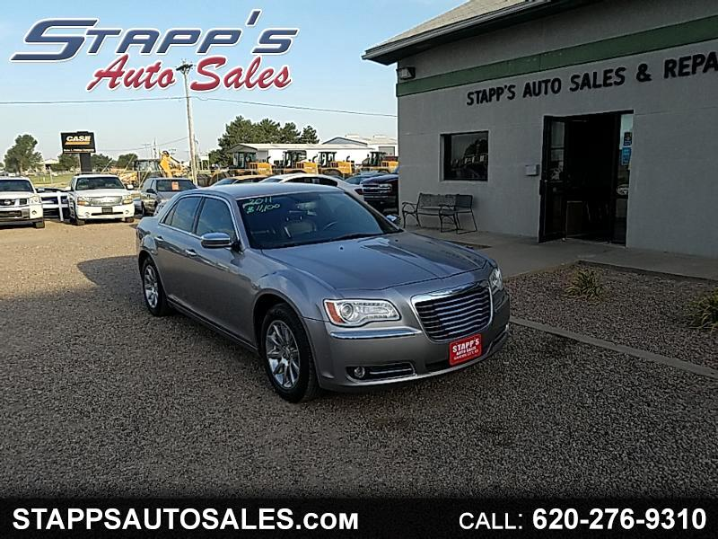 Chrysler 300 4dr Sdn 300 Limited RWD 2011