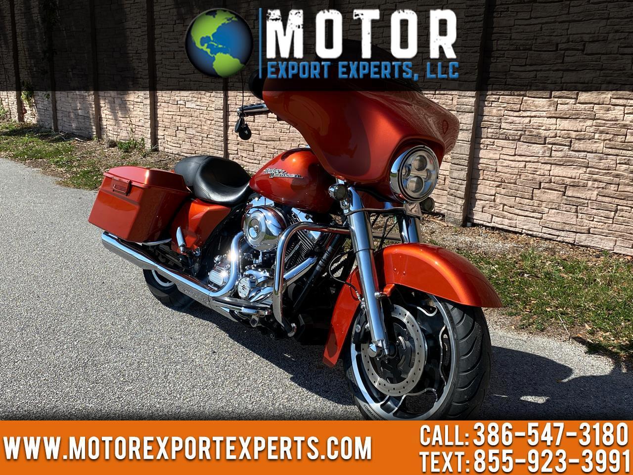 Harley-Davidson FLHXI  2011