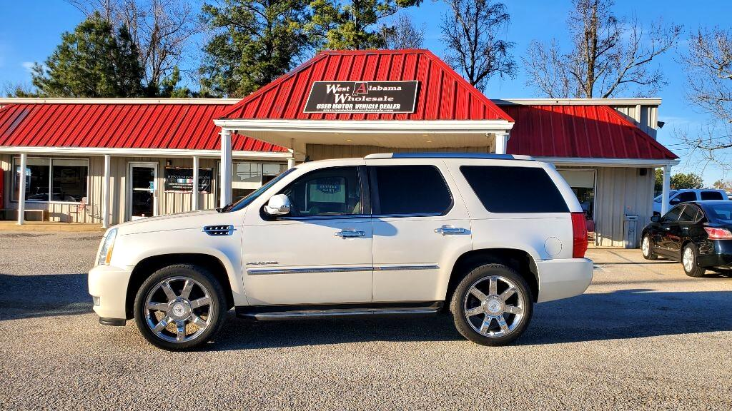 Cadillac Escalade AWD 4dr Luxury 2011