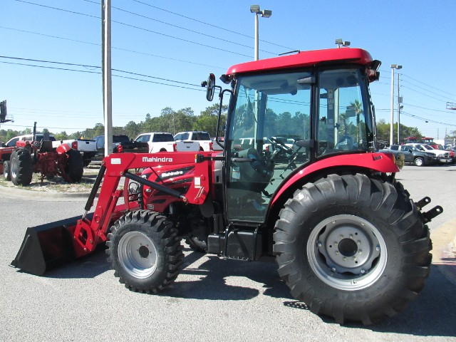 2017 Mahindra 2565 Shuttle Cab FRONT END LOADER