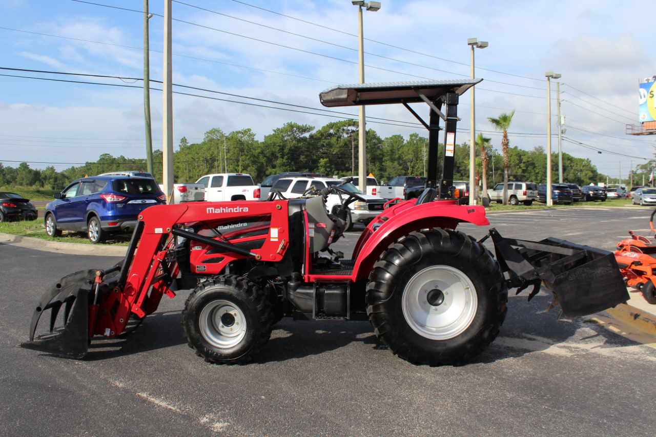 2017 Mahindra 2555 HST GRAPPLE, BOX BLADE AND MOWER