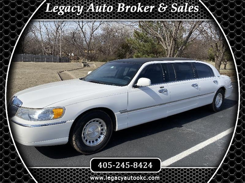 Lincoln Town Car Limousine 2000
