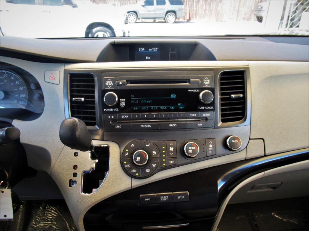 2011 Toyota Sienna 5dr 7-Pass Van V6 LE FWD (Natl)