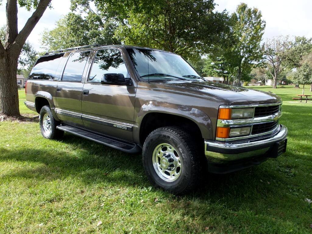 1998 Chevrolet Suburban 2500 4WD