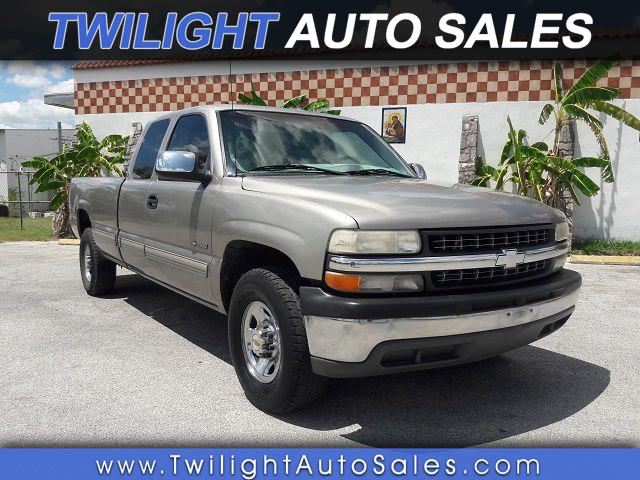 2000 Chevrolet Silverado 2500 LS Ext. Cab 3-Door Long Bed 2WD