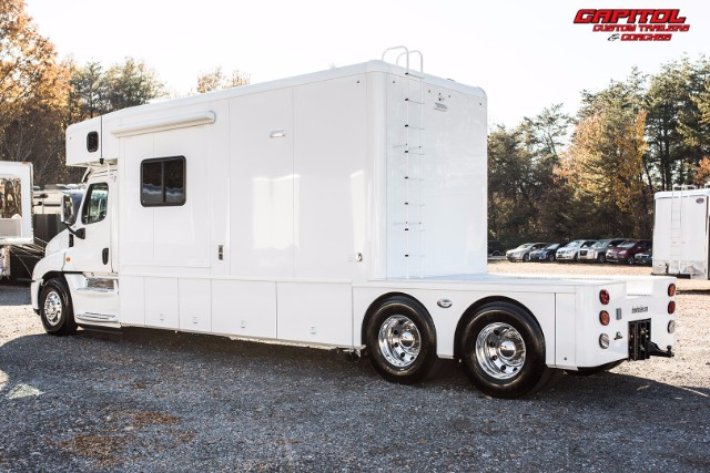 2018 Show Hauler Moterhome 17ft Toterhome 2 Slide w/Bunks