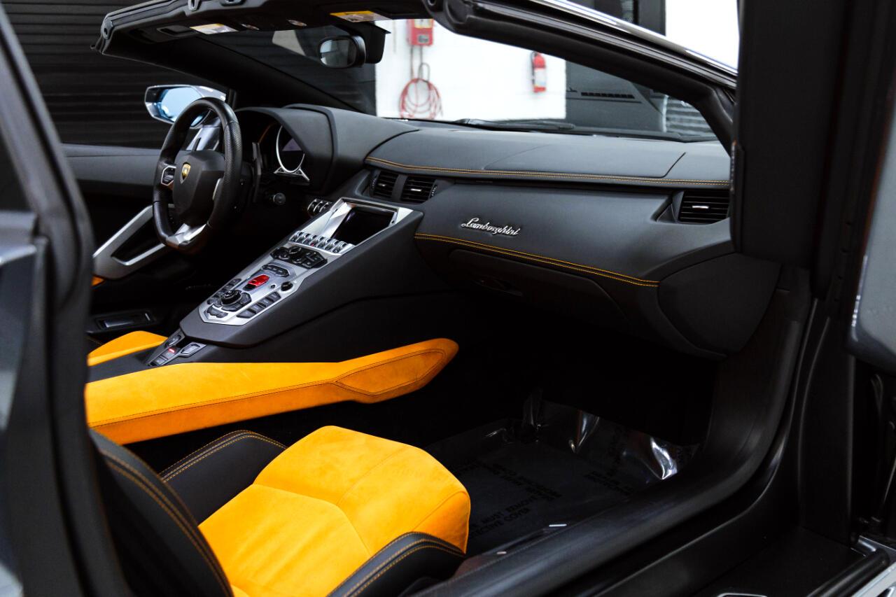 2015 Lamborghini Aventador LP700-4 Roadster