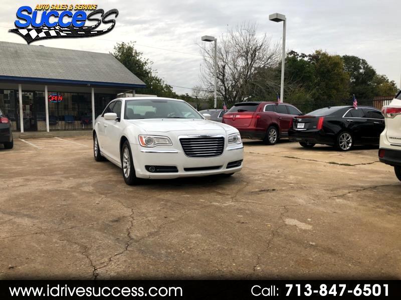 Chrysler 300 4dr Sdn RWD 2013