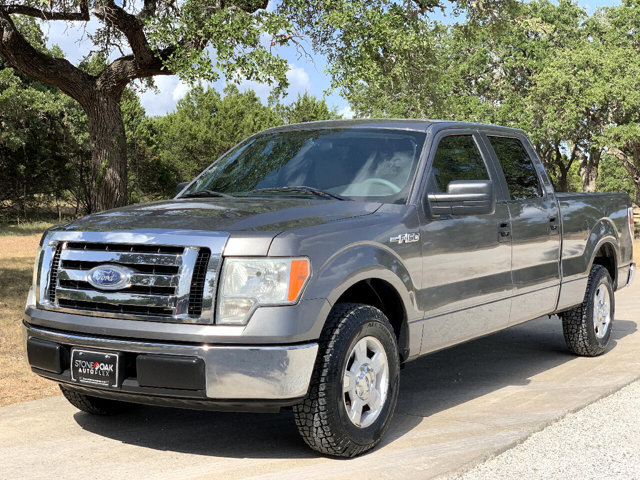 "2009 Ford F-150 2WD SuperCrew 145"" XLT"