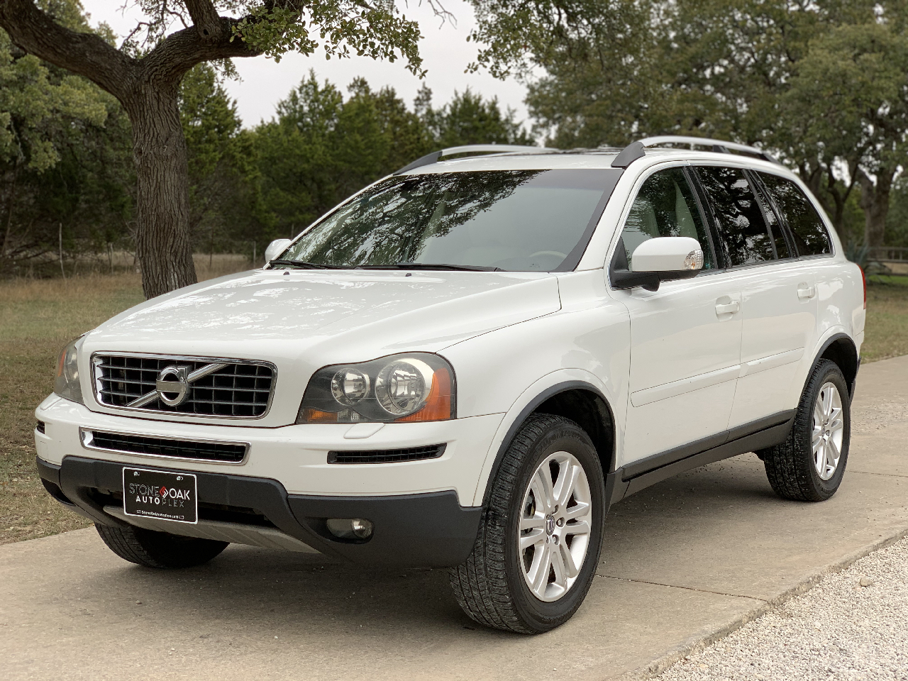 Volvo XC90 FWD 4dr I6 2011
