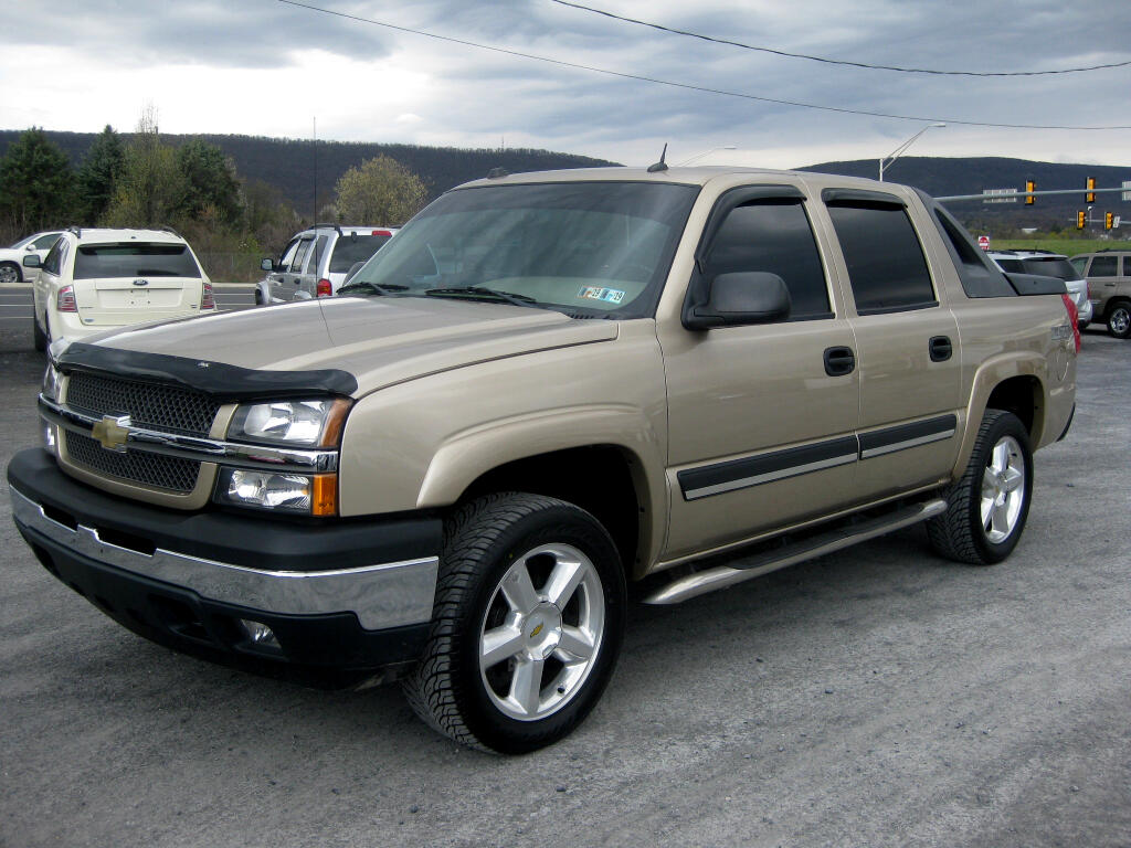 "2005 Chevrolet Avalanche 4WD Crew Cab 130"" LS"