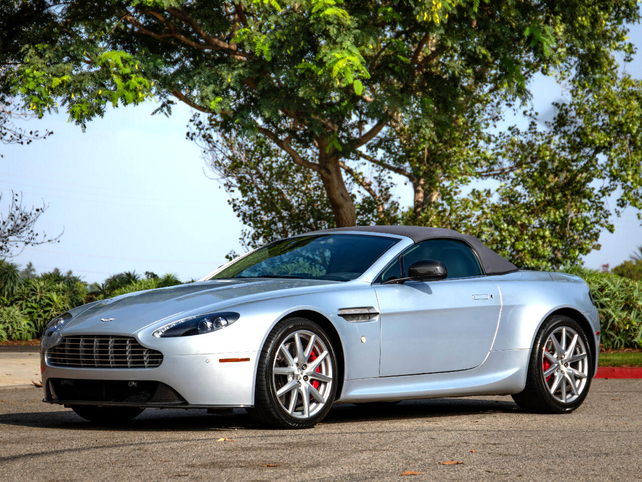 Aston Martin V8 Vantage Roadster 2014