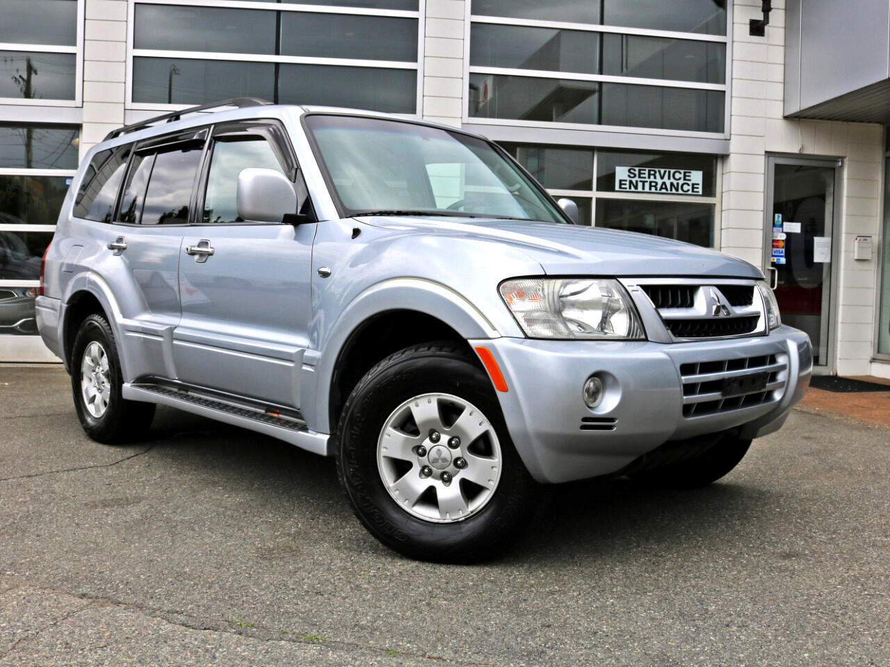 2004 Mitsubishi Montero 4WD Limited Leather Sunroof Get a Loan Apply Onlin
