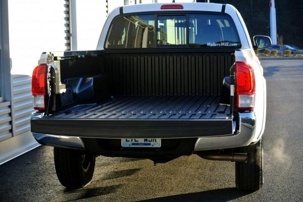 2017 Toyota Tacoma SR Access Cab 6' Bed I4 4x4 MT (Natl)