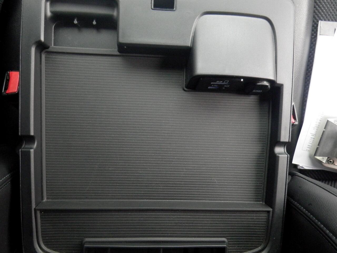 2015 RAM 1500 4WD Crew Cab 140.5