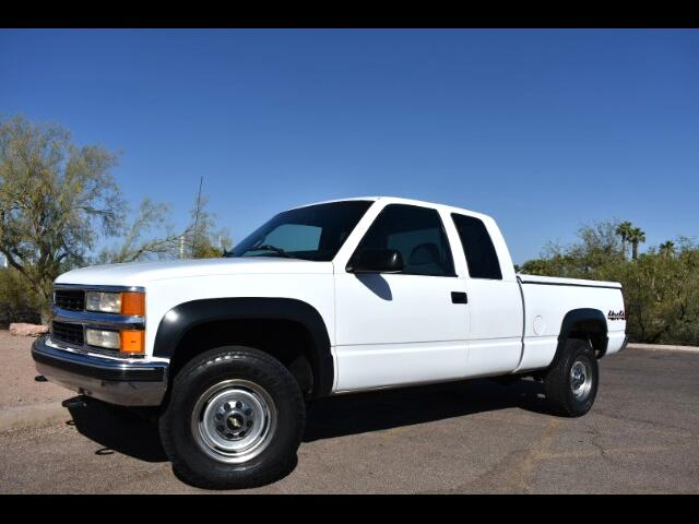 2000 Chevrolet C/K 2500 Ext. Cab Short Bed 4WD