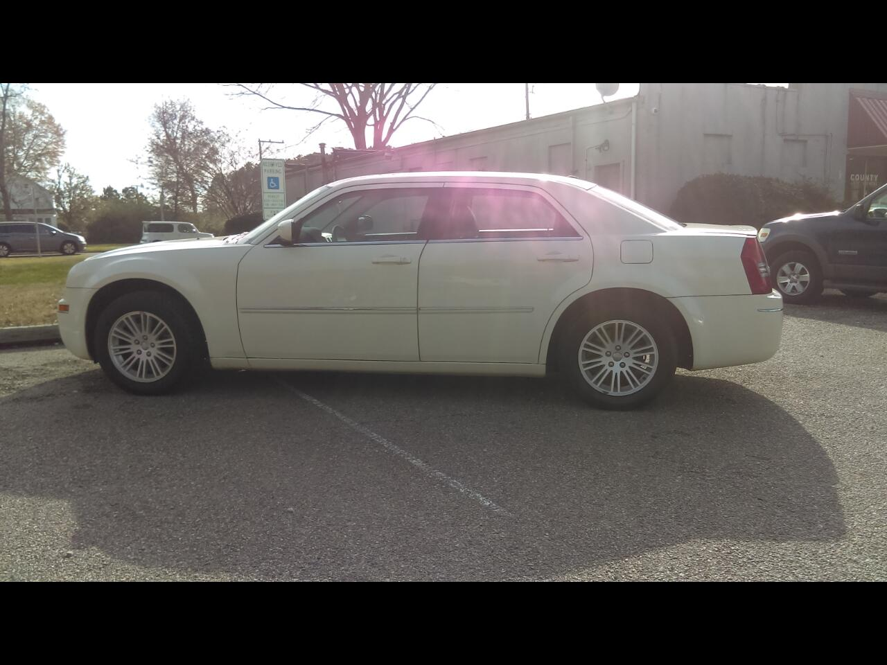 2009 Chrysler 300 4dr Sdn Touring RWD
