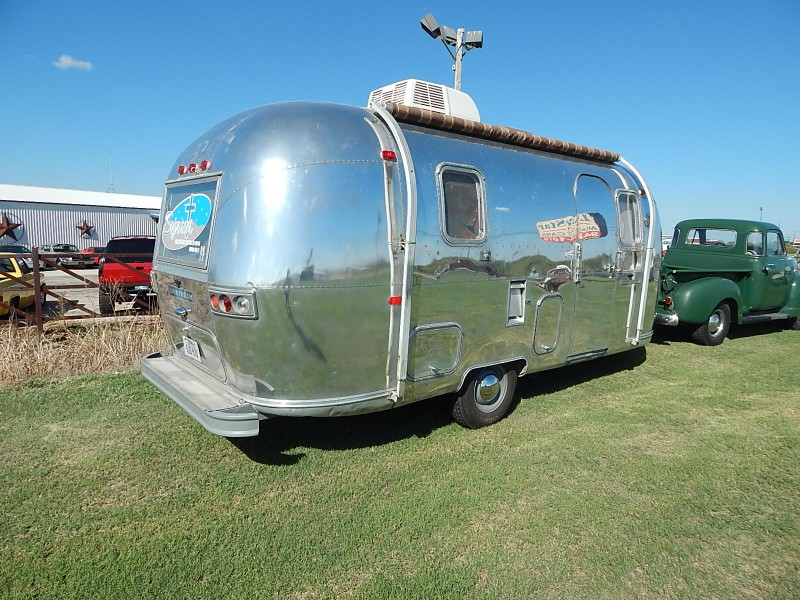 Airstream Land Yacht  1969