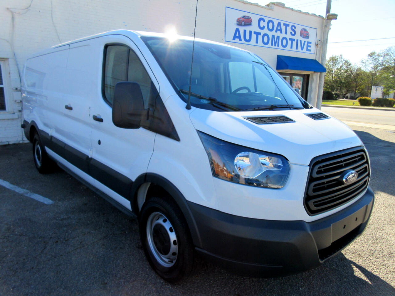 2018 Ford Transit 150 Van Low Roof 60/40 Pass. 148-in. WB