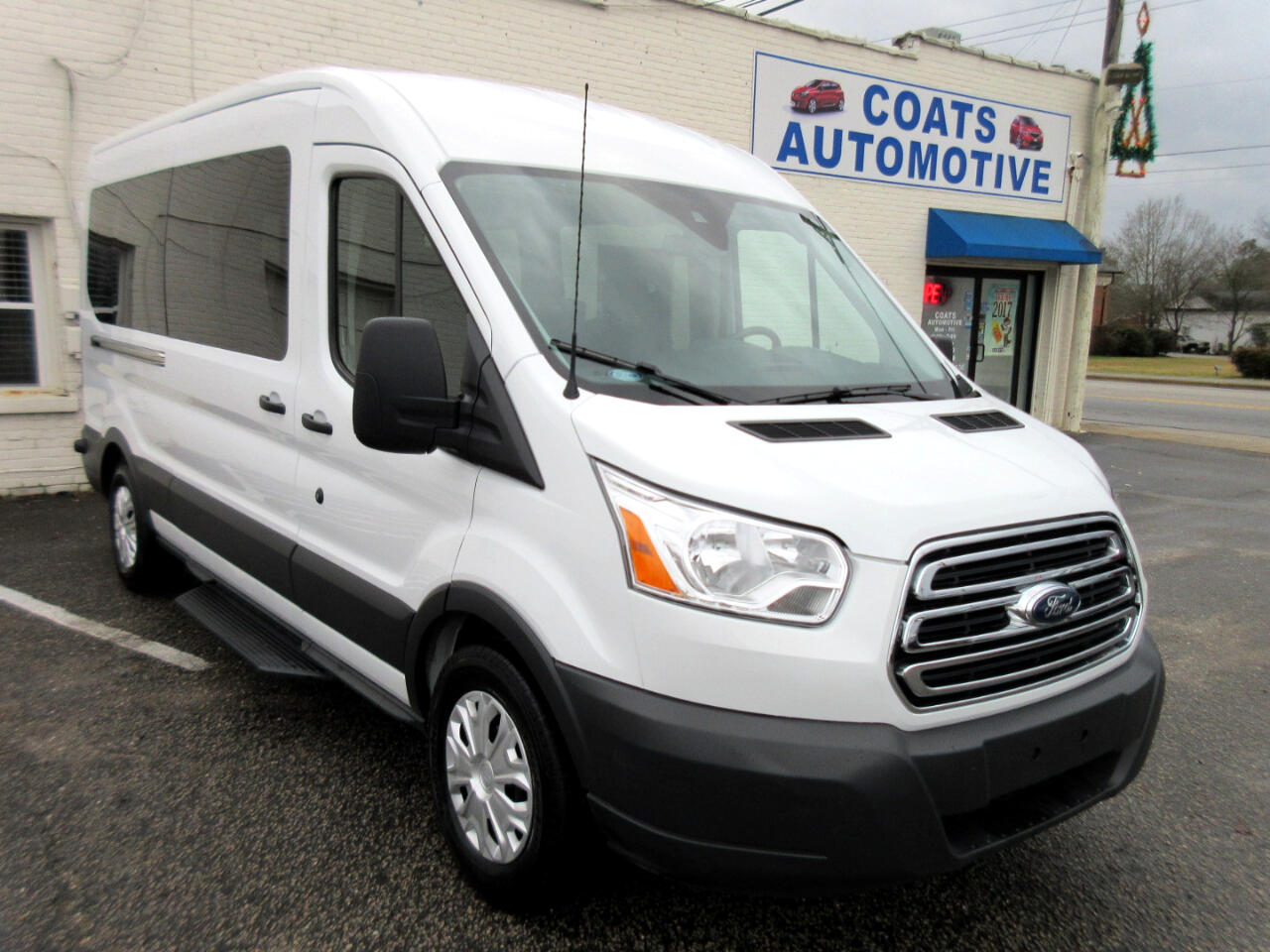 2018 Ford Transit 350 Wagon Med. Roof XLT w/Sliding Pass. 148-in. WB