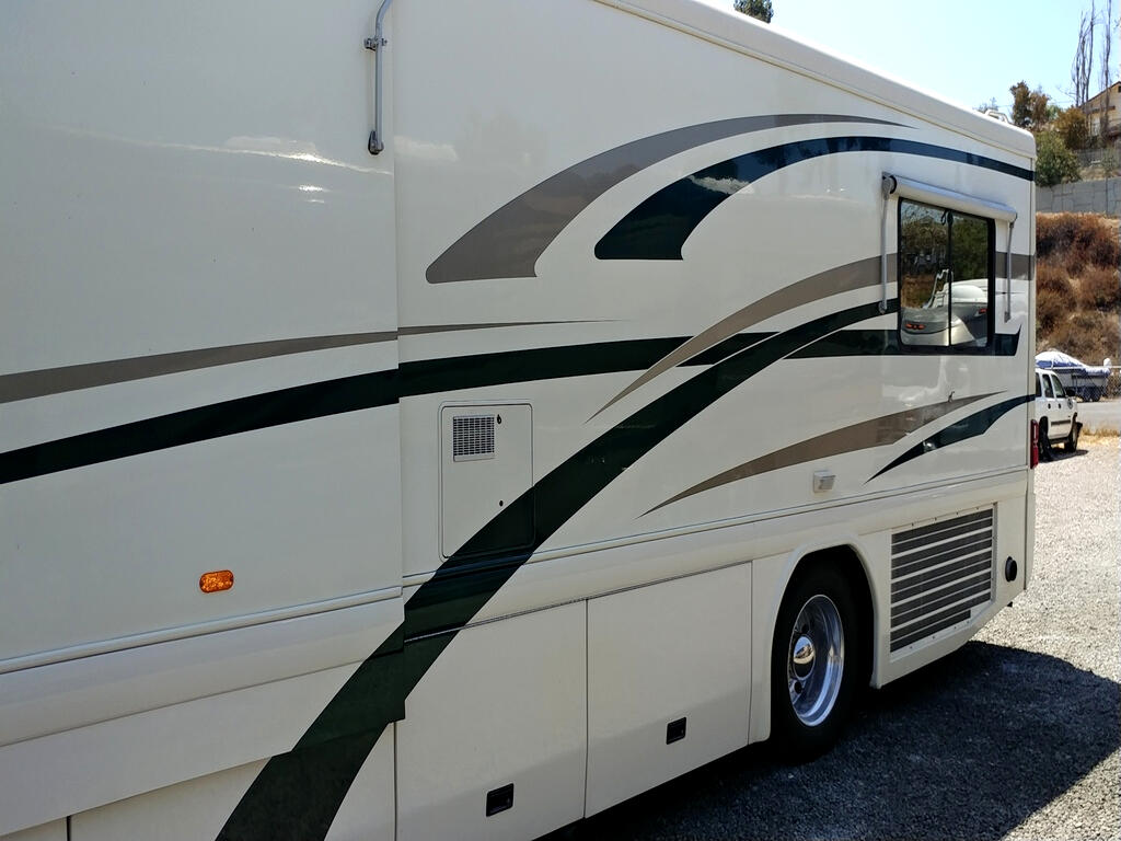 2000 Country Coach Intrigue 40' Cook's Delight