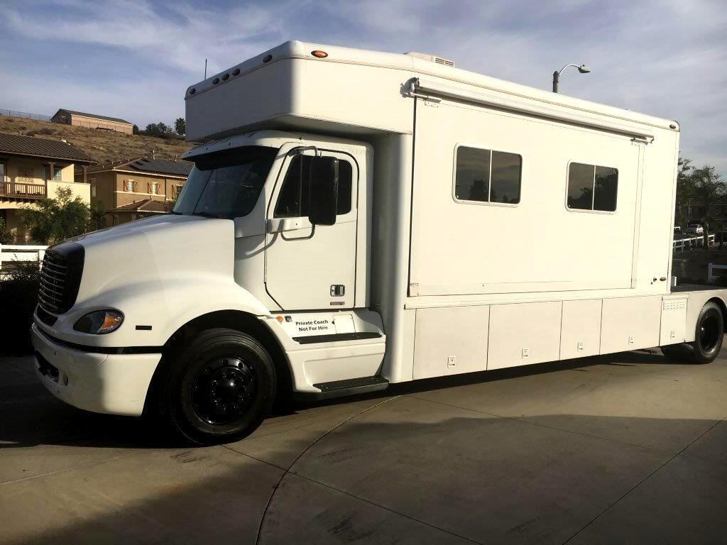 2008 United Trailer 17' Toter Home