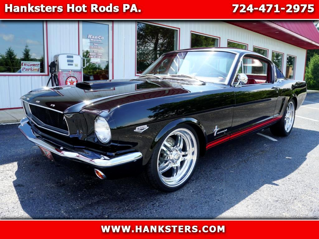 1966 Ford Mustang 2+2 Fastback Restomod